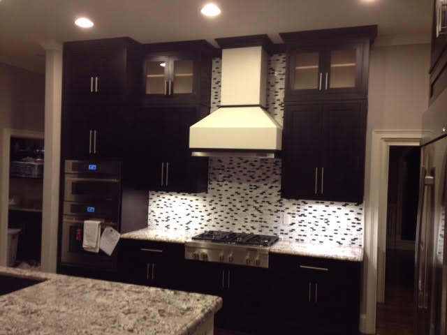 BLACK AND WHITE INSET SHAKER KITCHEN1