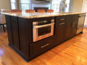 ISLAND - TWO TONE SHAKER KITCHEN 3
